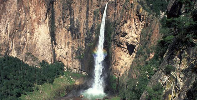 Cascada de piedra volada chihuahua turimexico for Cascadas de piedra