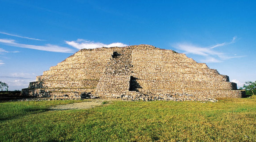 Zona Arqueológica Izamal, Yucatán
