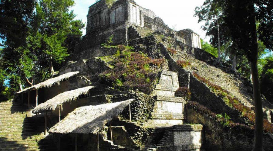 La bella Zona Arqueológica Dzibanché en Quintana Roo