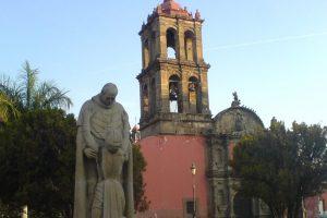 Monumento a Don Vasco de Quiroga en Irapuato, Guanajuato