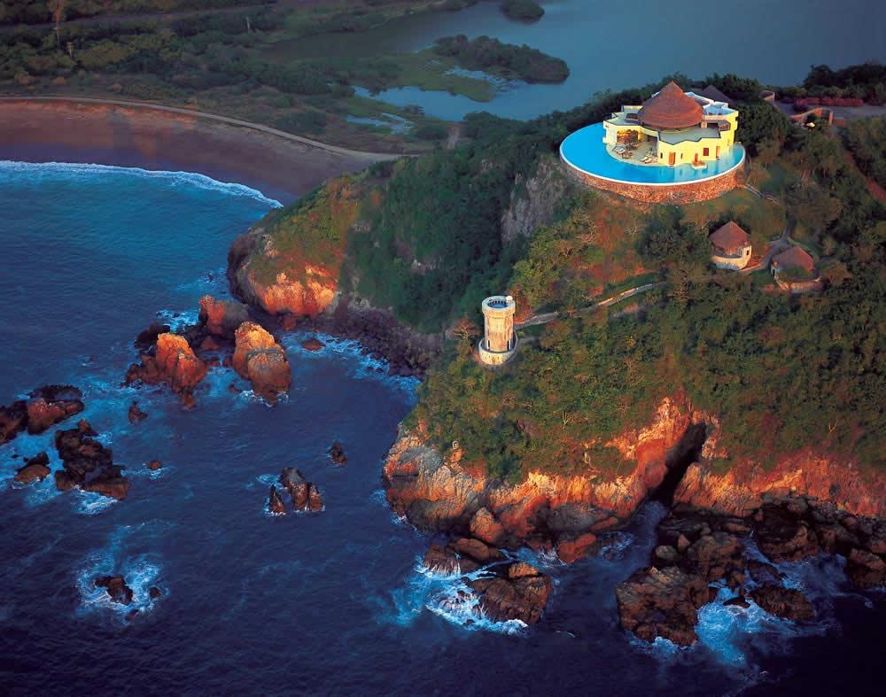 Costa Careyes es el caleidoscopio del océano Pacífico.