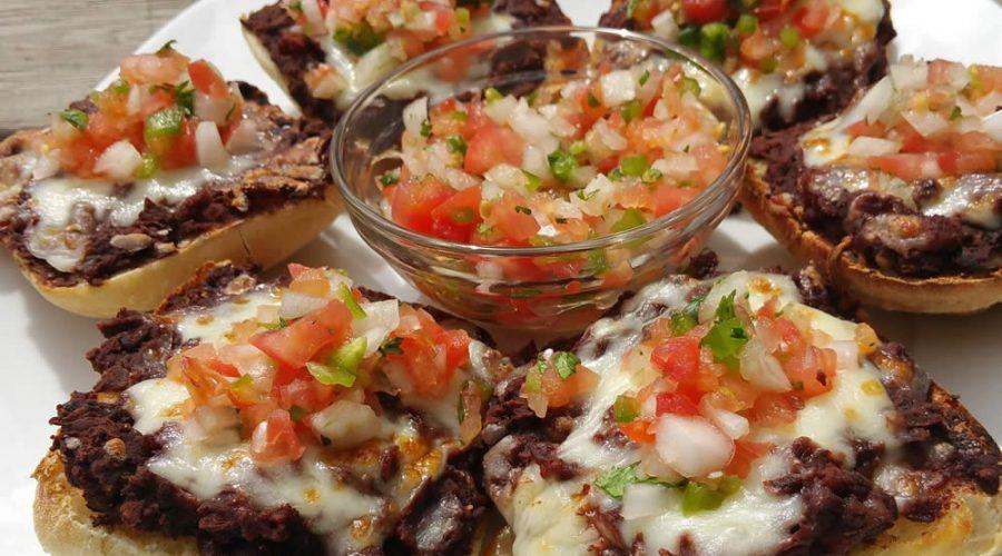 Receta Molletes con Carne en Salsa Morita