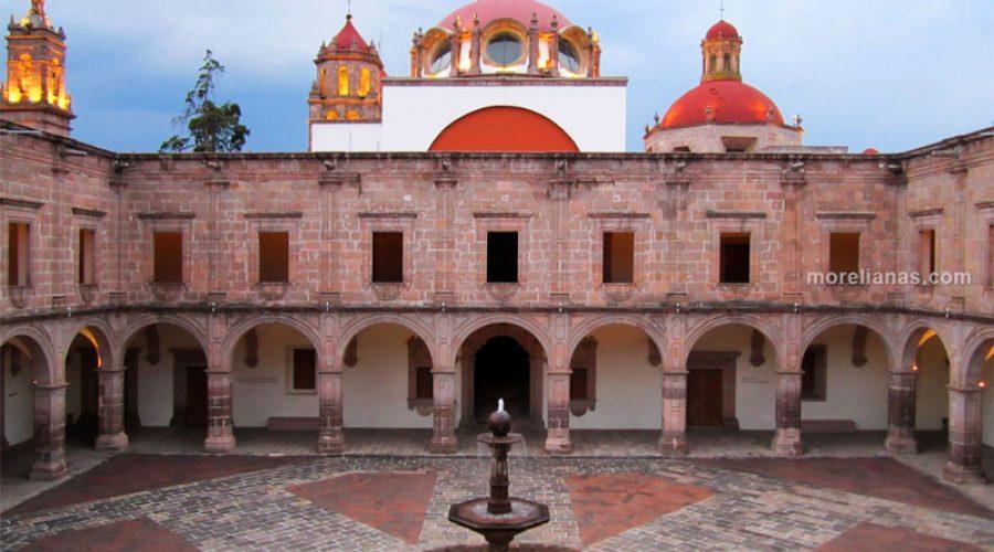 Palacio Clavijero y Biblioteca Pública Universitaria en Morelia