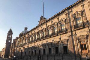 Recorriendo Morelia del Palacio de Gobierno al Congreso del Estado