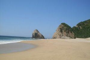 Playa Colola en Michoacán