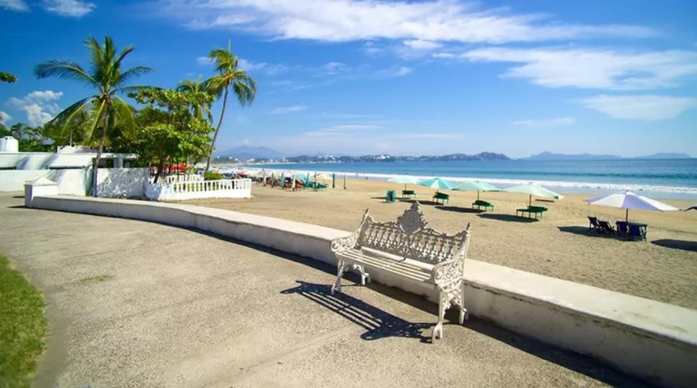 Playa de Miramar, muy visitada en el estado de Colima