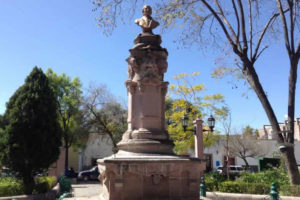 Recorriendo del Jardín Hidalgo al Panteón en Jerez